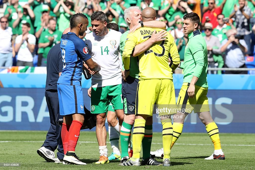 France's forward Dimitri Payet (L) and Ireland's forward Jonathan Walters shake hands after the Euro 2016 round of 16 football match between France and Republic of Ireland at the Parc Olympique Lyonnais stadium in Décines-Charpieu, near Lyon, on June 26, 2016. France won the match 2-1. / AFP / Valery HACHE