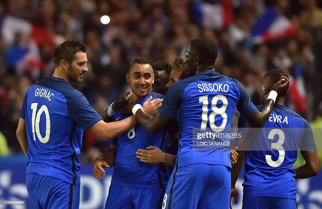 France's forward Dimitri Payet (2nd L) celebrates with his teammates forward Andre Pierre Gignac (L), midfielder Moussa Sissoko (2nd R) and defender Patrice Evra (R) after scoring during the International friendly football match between France and Cameroon at the Beaujoire stadium, in Nantes, western France, on May 30, 2016 as part of the French team's preparation for the upcoming Euro 2016 European football championships. / AFP / LOIC