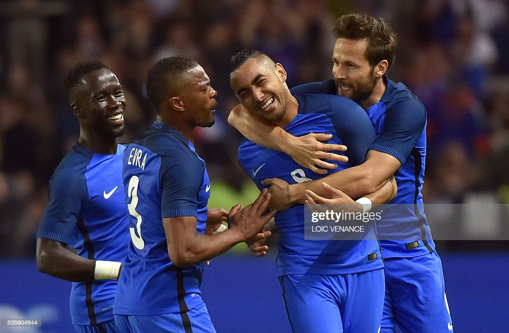 France's forward Dimitri Payet (2ndR) celebrates with his teammates midfielder Yohan Cabaye (R), defender Patrice Evra (2nd L) and midfielder N'Golo Kante (L) after scoring a goal during the International friendly football match between France and Cameroon at the Beaujoire stadium, in Nantes, western France, on May 30, 2016 as part of the French team's preparation for the upcoming Euro 2016 European football championships. / AFP / LOIC