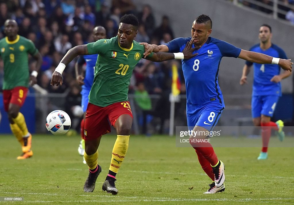 France's forward Dimitri Payet (R) fights for the ball with Cameroon's midfielder Georges Mandjeck during the International friendly football match between France and Cameroon at the Beaujoire stadium, in Nantes, western France, on May 30, 2016 as part of the French team's preparation for the upcoming Euro 2016 European football championships. / AFP / LOIC