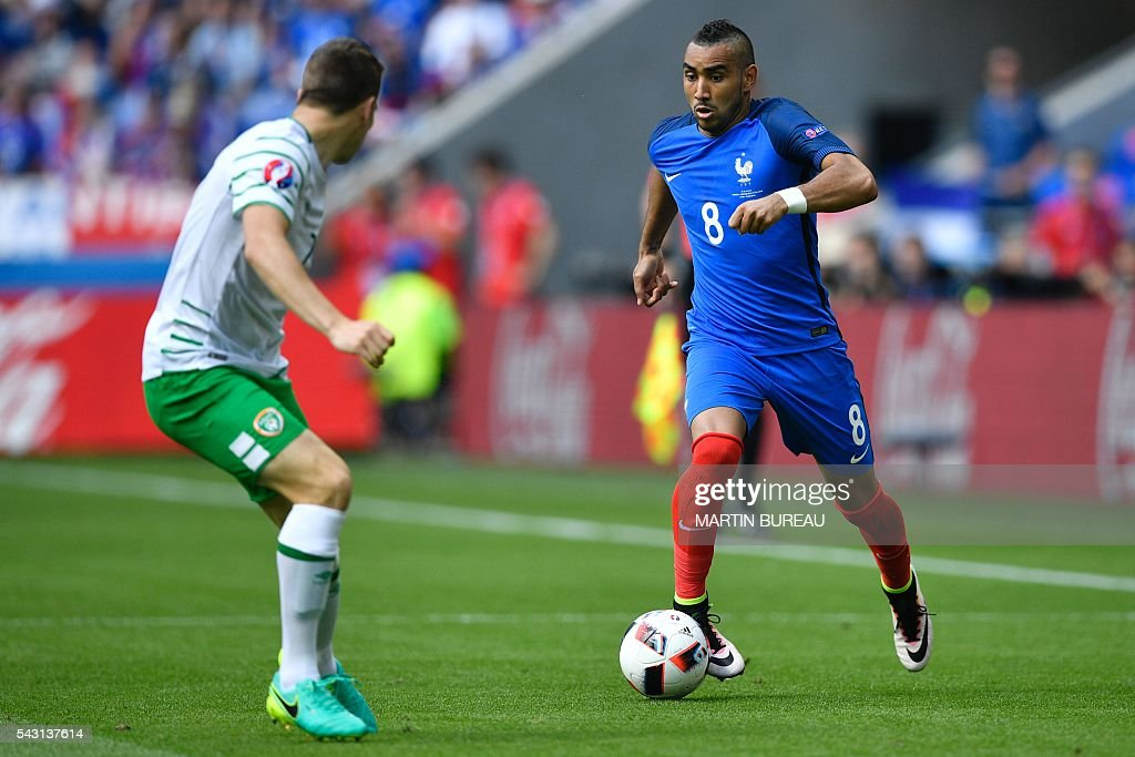 France's forward Dimitri Payet (R) plays the ball during the Euro 2016 round of 16 football match between France and Republic of Ireland at the Parc Olympique Lyonnais stadium in Décines-Charpieu, near Lyon, on June 26, 2016. / AFP / MARTIN