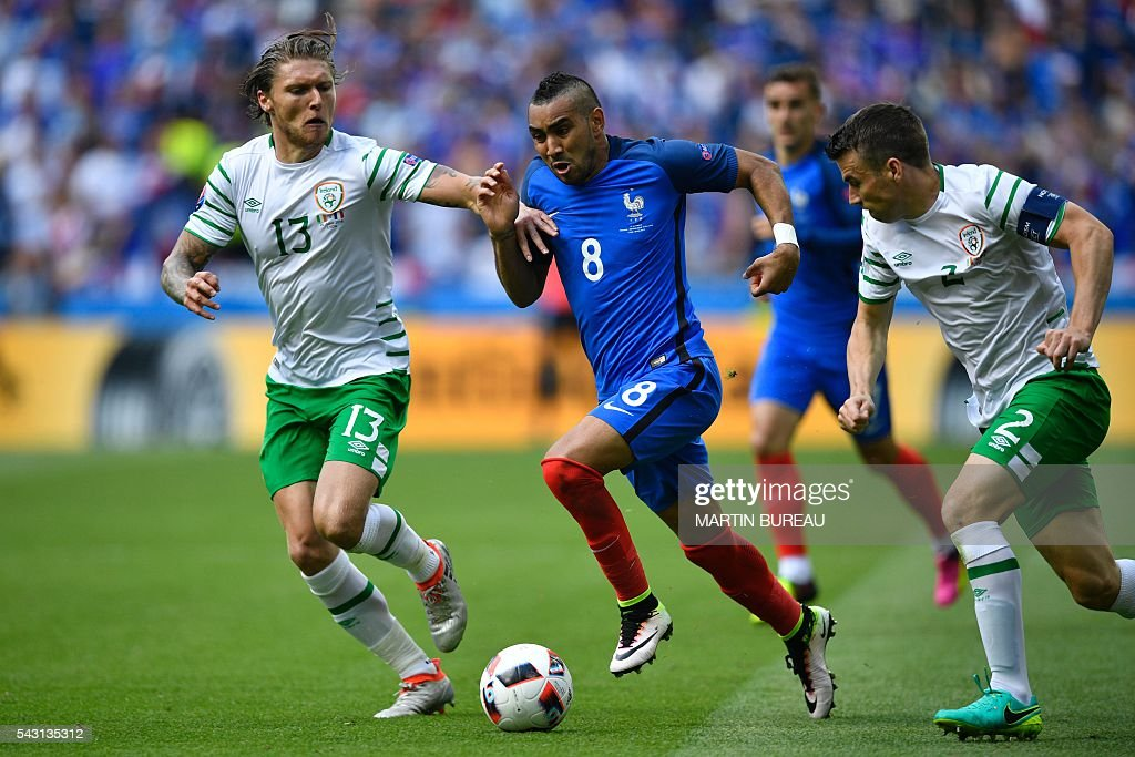 France's forward Dimitri Payet (C) vies for the ball with Ireland's midfielder Jeffrey Hendrick (L) and Ireland's defender Seamus Coleman during the Euro 2016 round of 16 football match between France and Republic of Ireland at the Parc Olympique Lyonnais stadium in Décines-Charpieu, near Lyon, on June 26, 2016. / AFP / MARTIN