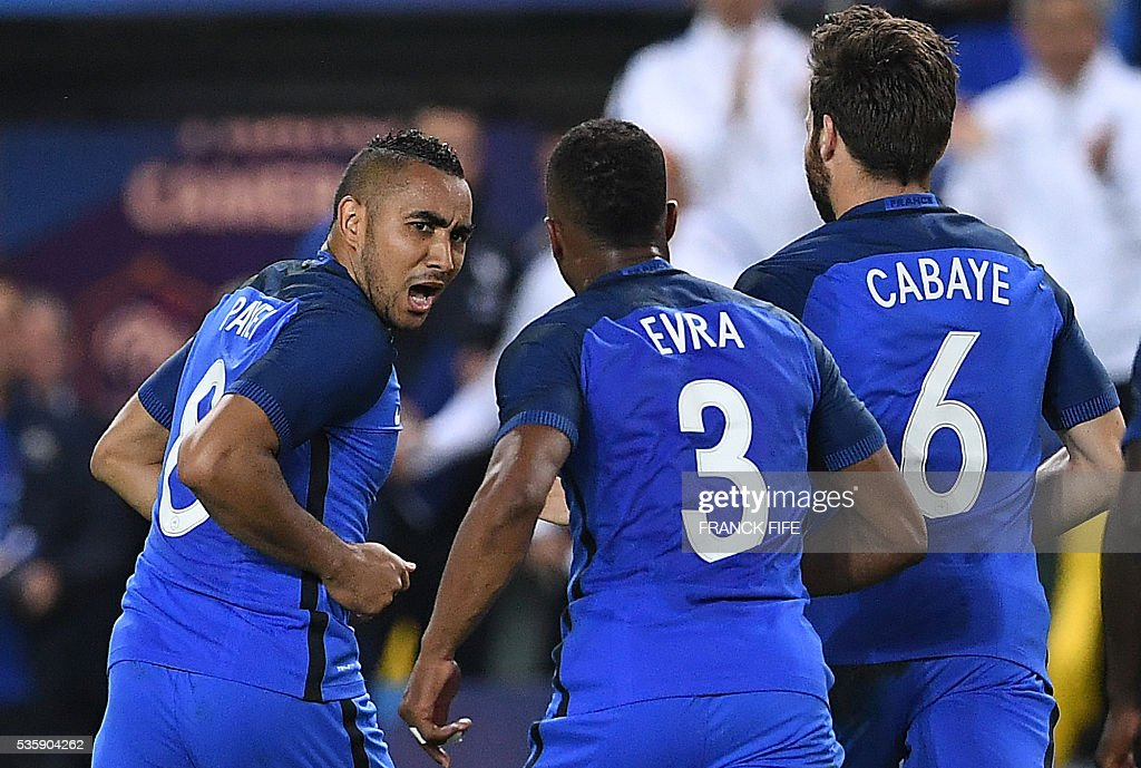 France's forward Dumitri Payet (L) celebrates after scoring a goal during the friendly football match between France and Cameroon, at the Beaujoire Stadium in Nantes, western France, on May 30, 2016. / AFP / FRANCK