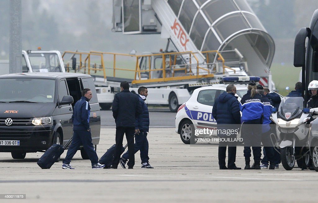 France's forward Franck Ribery (L) and midfielder Dimitri Payet (C) walk on the tarmac of Le Bourget airport, Paris suburb, on November 16, 2013 a day after the FIFA World Cup 2014 qualifying football match Ukraine vs France in Kiev. Ukraine won 2-0.
