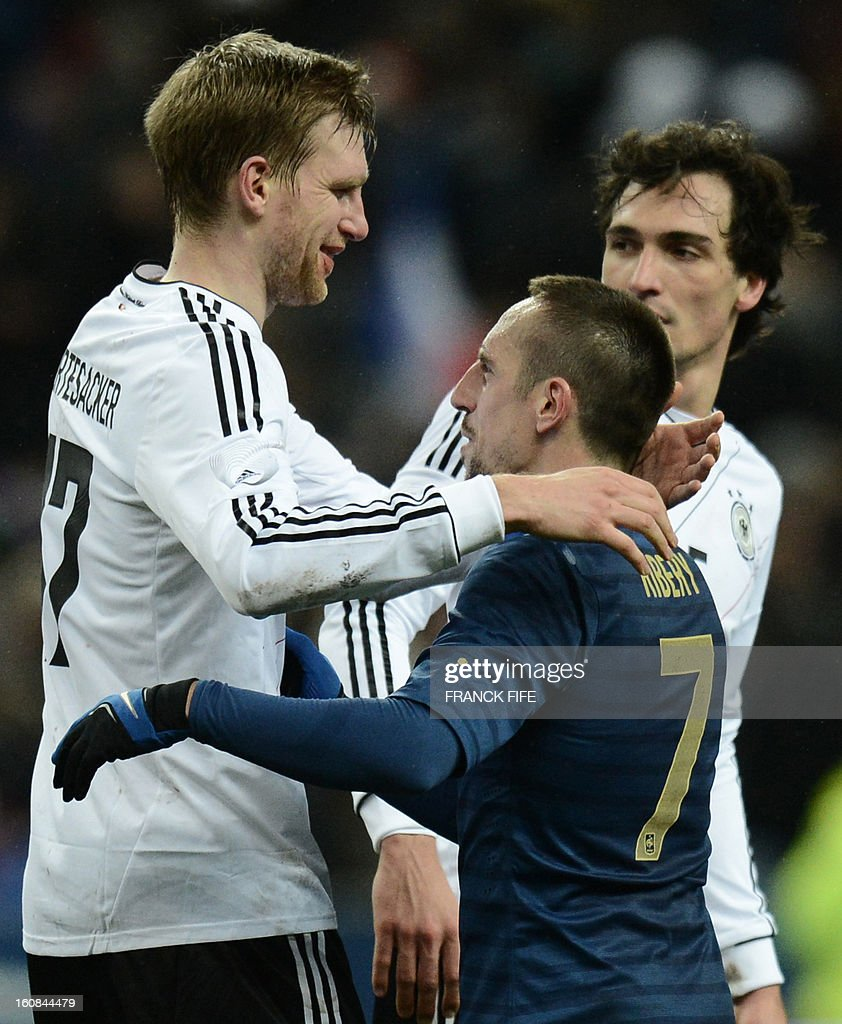 France's forward Franck Ribery (R) shakes hand with Germany's defender Per Mertesacker after a friendly international football match between France and Germany on February 6, 2013 at the Stade de France in Saint-Denis, near Paris.
