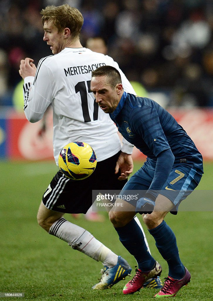 France's forward Franck Ribery (R) vies with Germany's defender Per Mertesacker during a friendly international football match between France and Germany on February 6, 2013 at the Stade de France in Saint-Denis, near Paris.