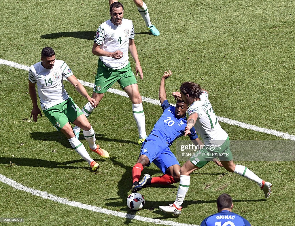 France's forward Kingsley Coman and Ireland's midfielder Jeffrey Hendrick vie for the ball during the Euro 2016 round of 16 football match between France and Republic of Ireland at the Parc Olympique Lyonnais stadium in Décines-Charpieu, near Lyon, on June 26, 2016. France won the match 2-1. / AFP / JEAN
