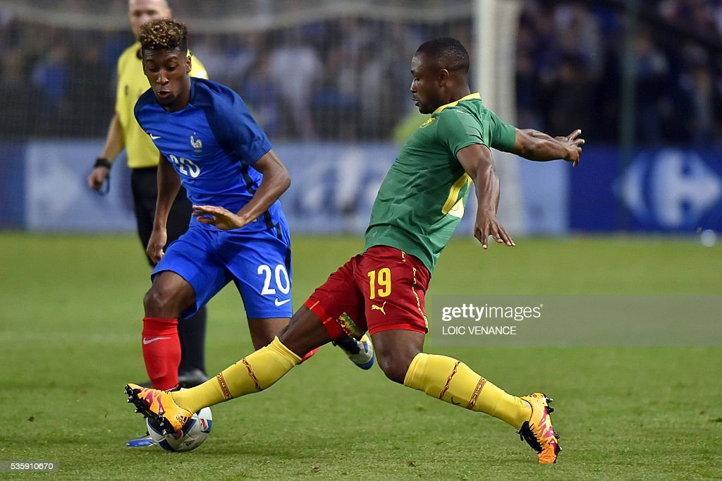 France's forward Kingsley Coman (L) fights for the ball with Cameroon's midfielder Sebastien Siani during the International friendly football match between France and Cameroon at the Beaujoire stadium, in Nantes, western France, on May 30, 2016 as part of the French team's preparation for the upcoming Euro 2016 European football championships. / AFP / LOIC