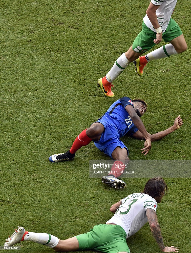 France's forward Kingsley Coman reacts next to Ireland's midfielder Jeffrey Hendrick during the Euro 2016 round of 16 football match between France and Republic of Ireland at the Parc Olympique Lyonnais stadium in Décines-Charpieu, near Lyon, on June 26, 2016. / AFP / JEAN