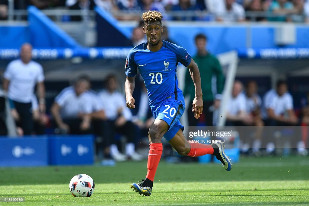France's forward Kingsley Coman runs withthe ball during Euro 2016 round of 16 football match between France and Republic of Ireland at the Parc Olympique Lyonnais stadium in Décines-Charpieu, near Lyon, on June 26, 2016. / AFP / MARTIN