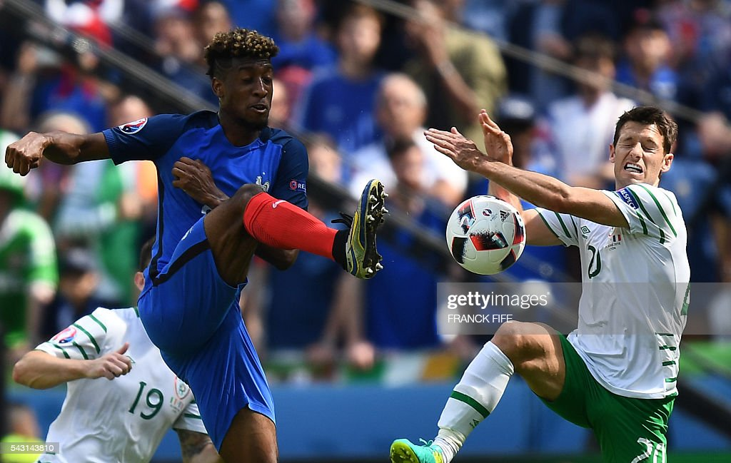 France's forward Kingsley Coman (L) vies for the ball with Ireland's midfielder Wesley Hoolahan during the Euro 2016 round of 16 football match between France and Republic of Ireland at the Parc Olympique Lyonnais stadium in Decines-Charpieu, near Lyon, on June 26, 2016. / AFP / FRANCK