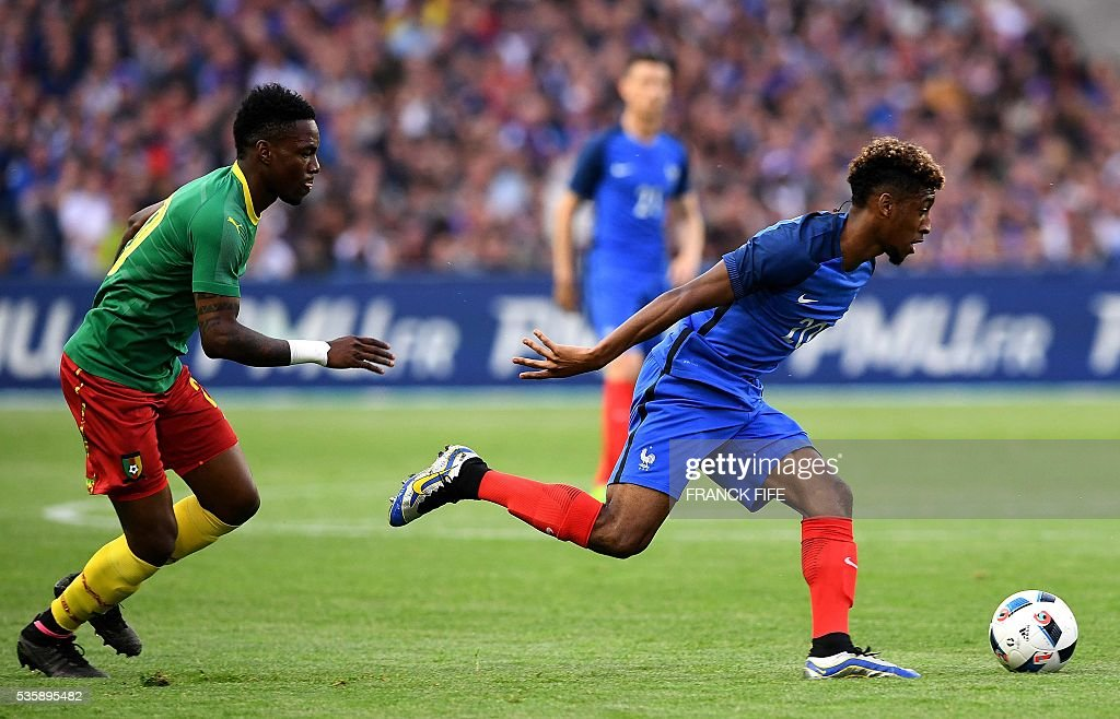 France's forward Kingsley Coman (R) vies with Cameroon's midfielder Geroges Mandjeck during the friendly football match between France and Cameroon, at the Beaujoire Stadium in Nantes, western France, on May 30, 2016. / AFP / FRANCK