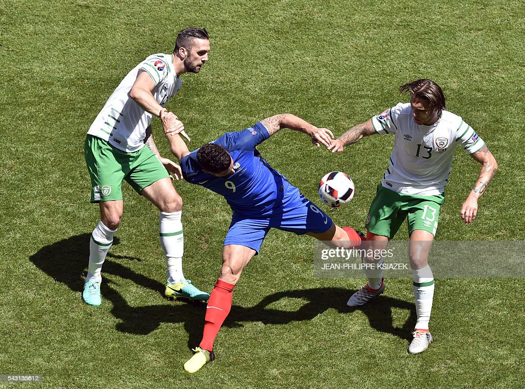 France's forward Olivier Giroud (C) and Ireland's defender Shane Duffy and Ireland's midfielder Jeffrey Hendrick vie for the ball during the Euro 2016 round of 16 football match between France and Republic of Ireland at the Parc Olympique Lyonnais stadium in Décines-Charpieu, near Lyon, on June 26, 2016. / AFP / JEAN