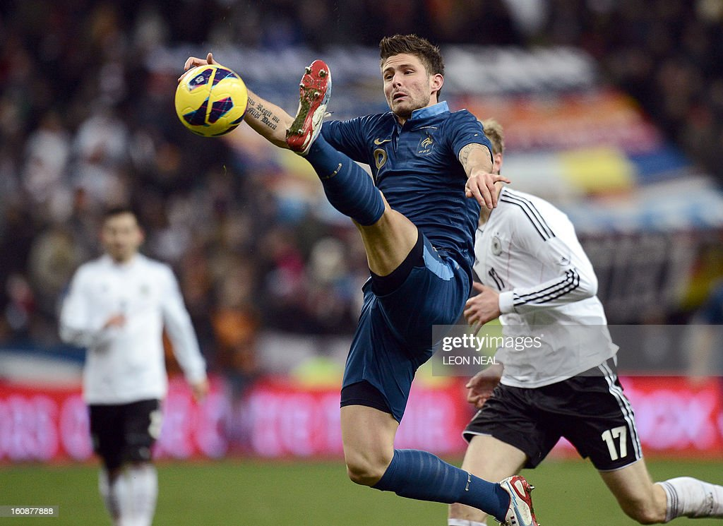 France's forward Olivier Giroud (C) controls the ball during a friendly international football match between France and Germany on February 6, 2013 at the Stade de France in Saint-Denis, near Paris.