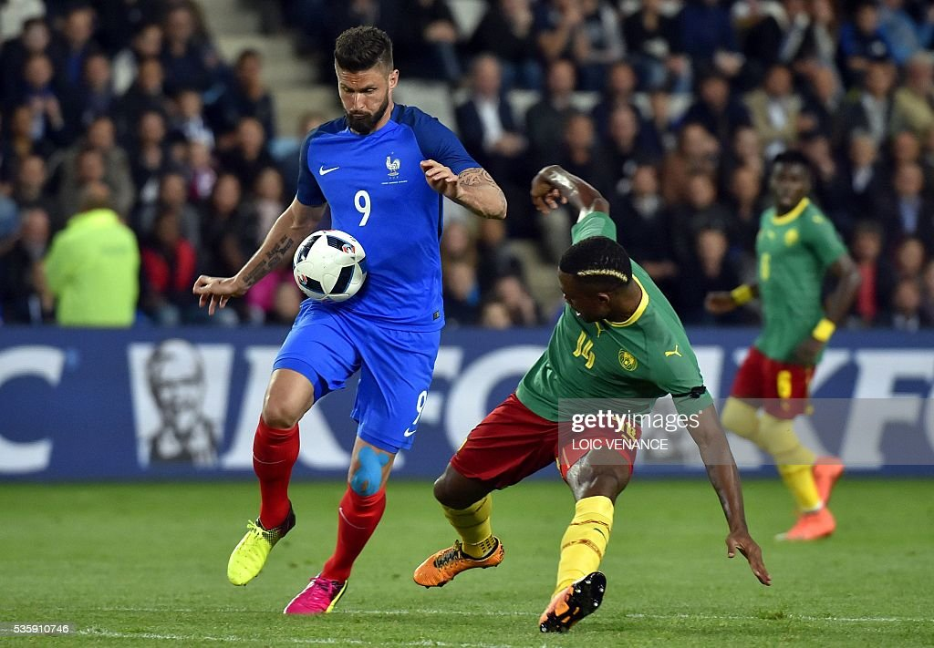 France's forward Olivier Giroud (L) fights for the ball with Cameroon's defender Aurelien Chedjou (R) during the International friendly football match between France and Cameroon at the Beaujoire stadium, in Nantes, western France, on May 30, 2016 as part of the French team's preparation for the upcoming Euro 2016 European football championships. / AFP / LOIC