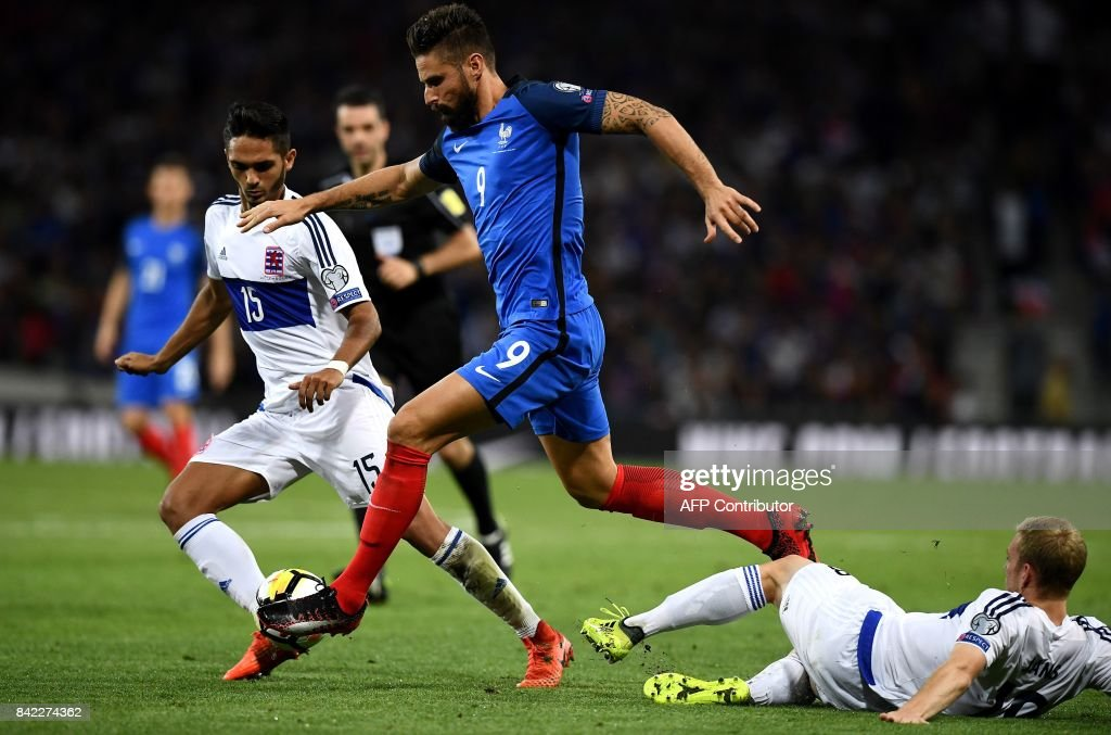 France's forward Olivier Giroud (C) outruns Luxembourg's defender Aldin Skenderovic during the FIFA World Cup 2018 qualifying football match France vs Luxembourg on September 3, 2017 at the Municipal Stadium in Toulouse, southern France. /