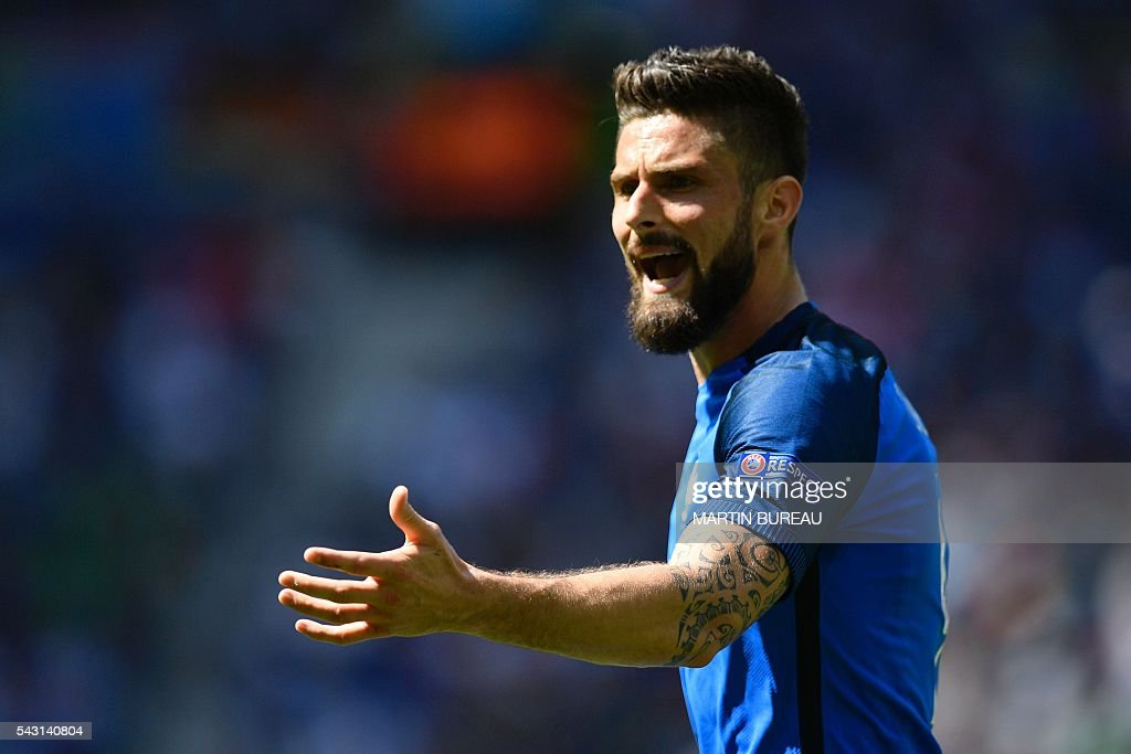 France's forward Olivier Giroud reacts during the Euro 2016 round of 16 football match between France and Republic of Ireland at the Parc Olympique Lyonnais stadium in Décines-Charpieu, near Lyon, on June 26, 2016. / AFP / MARTIN