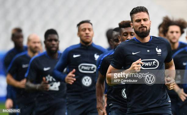 France's forward Olivier Giroud trains with teammates during a session on August 30 2017 at the Stade de France stadium in SaintDenis north of Paris...