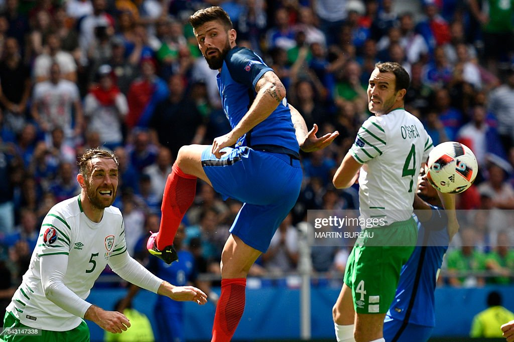 France's forward Olivier Giroud (C) vies for the ball with Ireland's defender Richard Keogh (L) and Ireland's defender John O'Shea (R) during the Euro 2016 round of 16 football match between France and Republic of Ireland at the Parc Olympique Lyonnais stadium in Decines-Charpieu, near Lyon, on June 26, 2016. / AFP / MARTIN