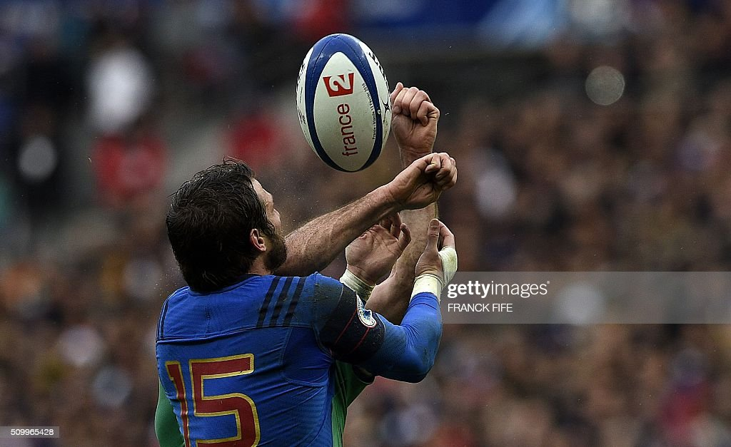 Frances full back Maxime Medard jumps for the ball during the Six Nations international rugby union match between France and Ireland on February 13, 2016 at the Stade de France in Saint-Denis, north of Paris. AFP PHOTO / FRANCK FIFE / AFP / FRANCK FIFE