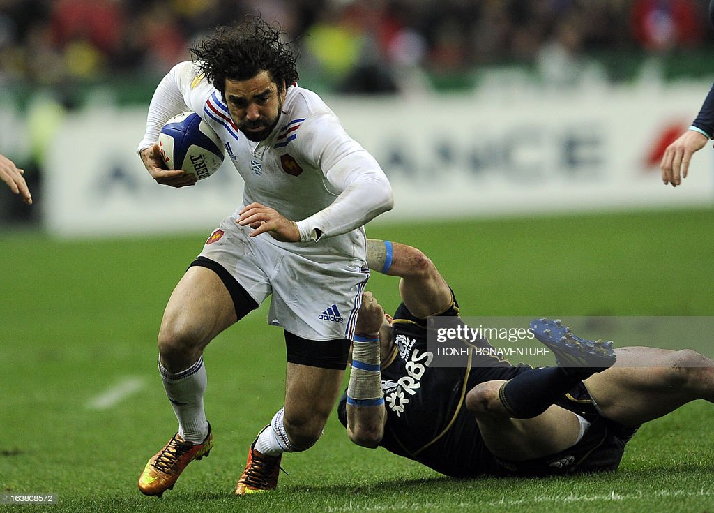 France's full back Yoann Huget runs with the ball during the Six Nations International Rugby Union match between France and Scotland at the Stade de France, in Saint-Denis, near Paris on March 16, 2013. AFP PHOTO / LIONEL BONAVENTURE