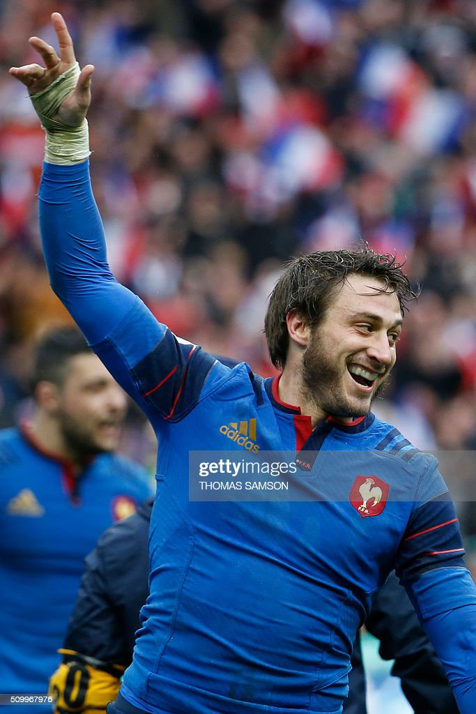France's fullback Maxime Medard celebrates after scoring a try during the Six Nations international rugby union match between France and Ireland at the Stade de France Stadium in Saint-Denis, north of Paris, on February 13, 2016. AFP PHOTO / THOMAS SAMSON / AFP / THOMAS SAMSON