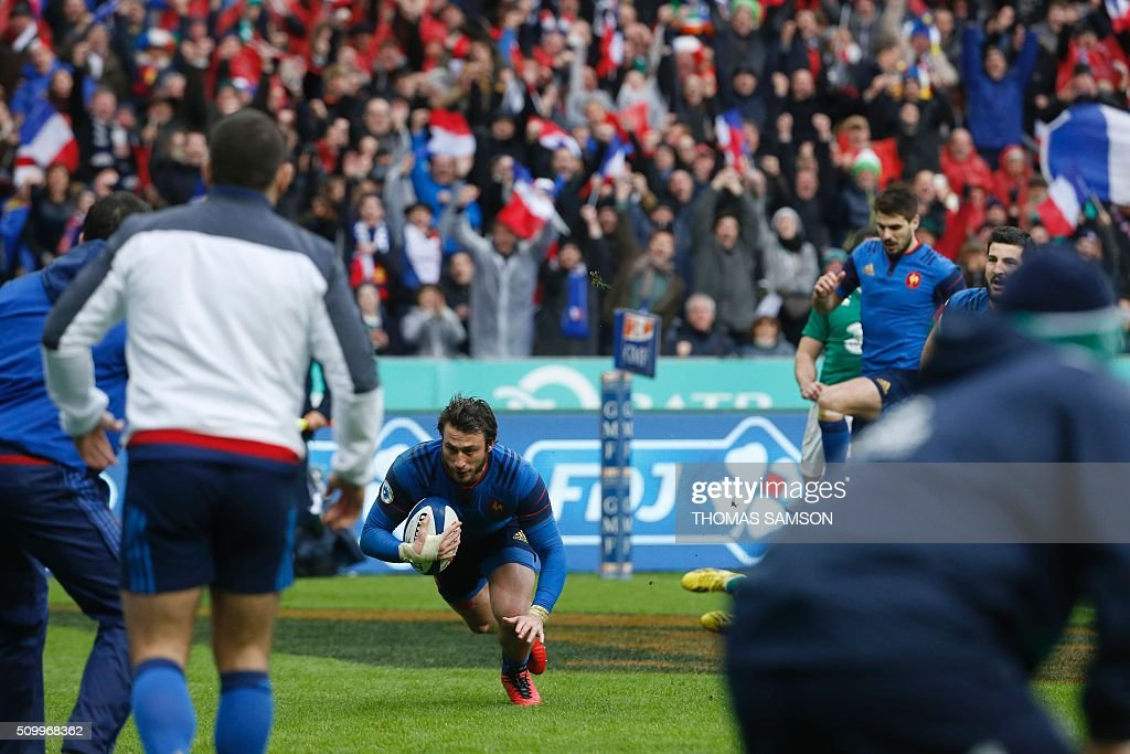France's fullback Maxime Medard scores the winning try during the Six Nations international rugby union match between France and Ireland at the Stade de France Stadium in Saint-Denis, north of Paris, on February 13, 2016. AFP PHOTO / THOMAS SAMSON / AFP / THOMAS SAMSON