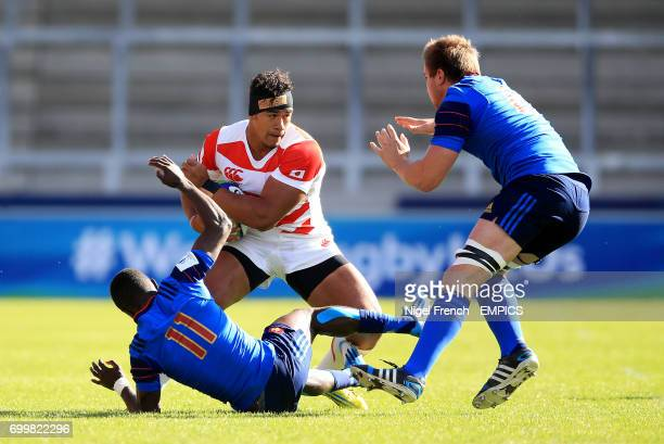 France's Gabriel Ngandebe and Anthony Jelonch tackle Japan's Ataata Moeakiola