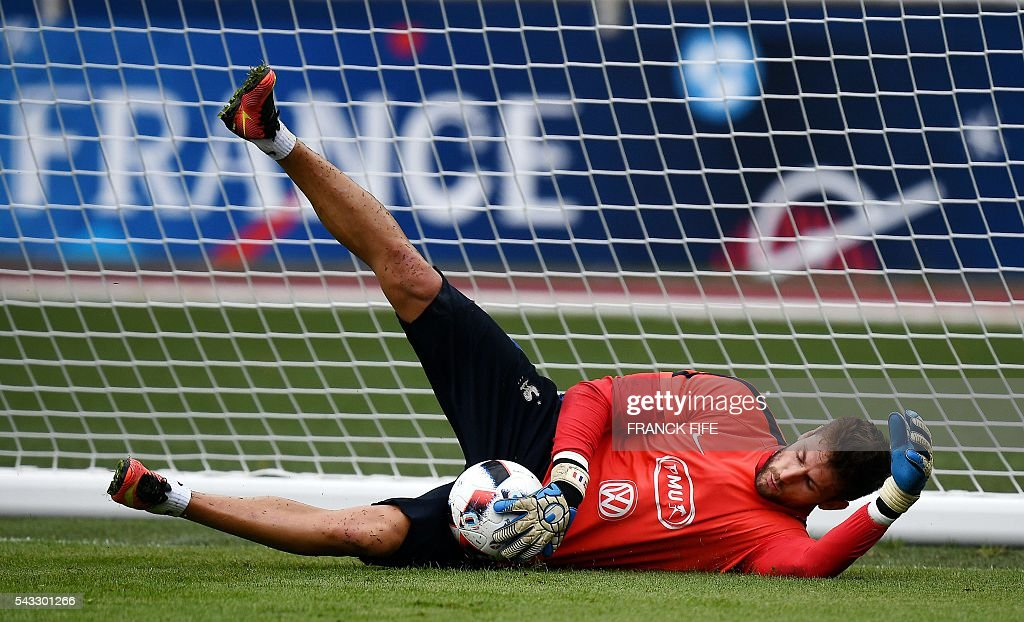 France's goalkeeper Benoit Costil dives for the ball during a training session in Clairefontaine-en-Yvelines, southwest of Paris, on June 6, 2016, during the Euro 2016 football tournament. / AFP / FRANCK