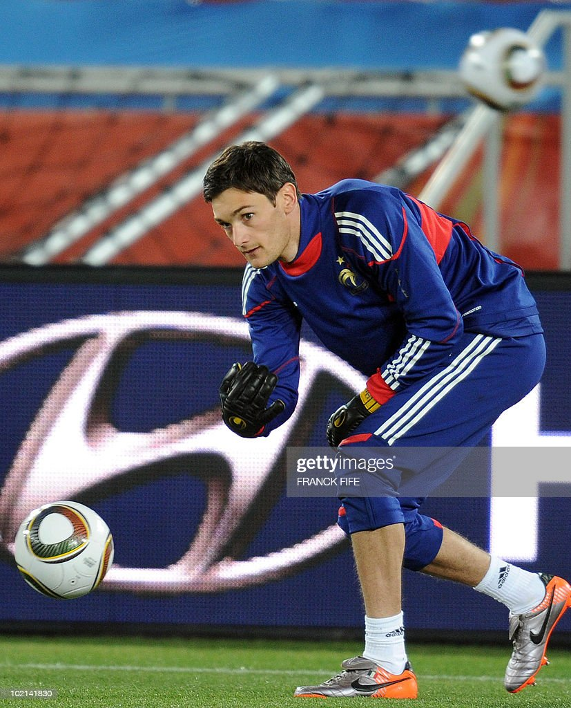 France's goalkeeper Hugo Lloris catches the ball during a training session at the Peter Mokaba stadium in Polokwane on June 16, 2010. France will play against Mexico in their second first-round 2010 World Cup football match on June 17.
