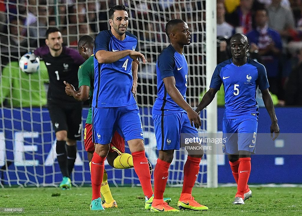 France's goalkeeper Hugo Lloris, France's defender Adil Rami, France's defender Patrice Evra and France's midfielder N'Golo Kante react after a goal scored by Cameroon during the friendly football match between France and Cameroon, at the Beaujoire Stadium in Nantes, western France, on May 30, 2016. / AFP / FRANCK