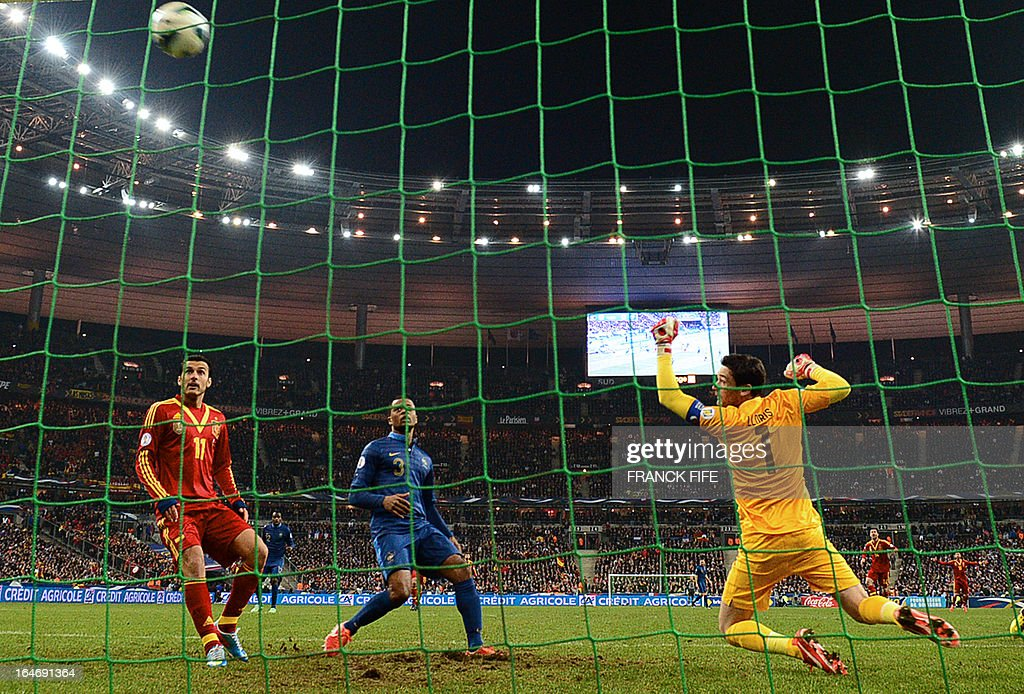France's goalkeeper Hugo Lloris (R) makes a save the World Cup 2014 qualifying football match France vs Spain on March 26, 2013 at the Stade de France in Saint-Denis, outside Paris. AFP PHOTO / FRANCK FIFE