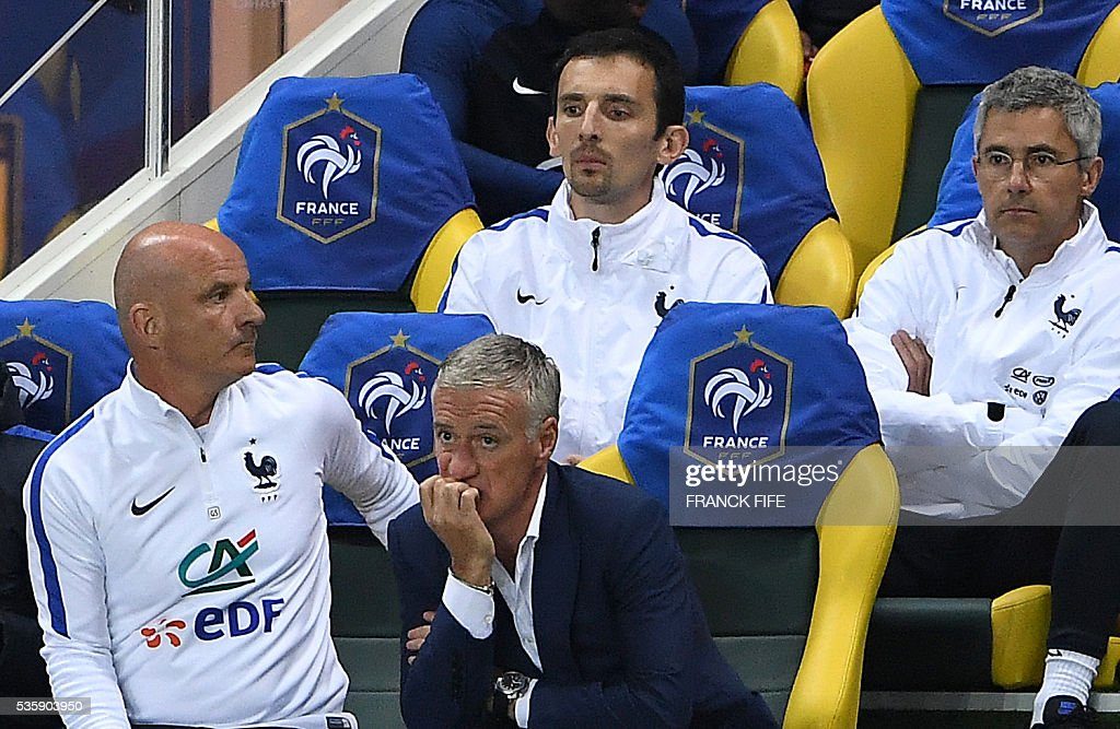 France's head coach Didier Deschamps (C) looks on during the International friendly football match between France and Cameroon at the Beaujoire stadium, in Nantes, western France, on May 30, 2016 as part of the French team's preparation for the upcoming Euro 2016 European football championships. / AFP / FRANCK