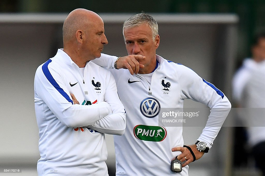 France's head coach Didier Deschamps (R) speaks with assistant coach Guy Stephan (L) at the end of a training session in Clairefontaine as part of the team's preparation for the upcoming Euro 2016 European football championships, on May 25, 2016. / AFP / FRANCK