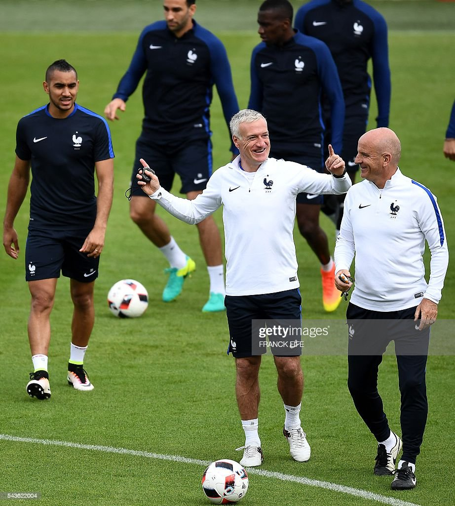 France's head coach Didier Deschamps (C) speaks with assistant coach Guy Stephan (R) during a training session in Clairefontaine-en-Yvelines, southwest of Paris, on June 29, 2016, during the Euro 2016 football tournament. / AFP / FRANCK