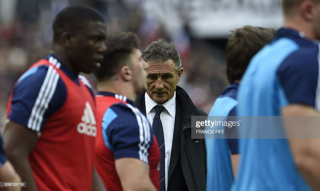 Frances head coach Guy Noves looks as his players during warm up before the Six Nations international rugby union match between France and Italy at the Stade de France in Saint-Denis, north of Paris, on February 6, 2016. AFP PHOTO / FRANCK FIFE / AFP / FRANCK FIFE