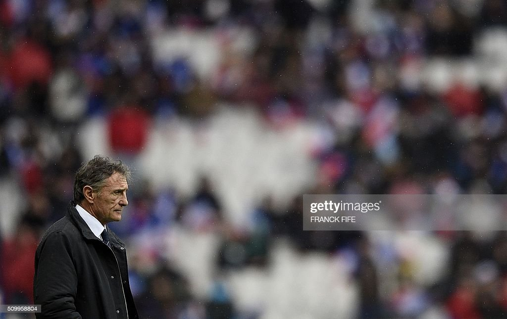 Frances head coach Guy Noves looks on ahead the Six Nations international rugby union match between France and Ireland on February 13, 2016 at the Stade de France in Saint-Denis, north of Paris. AFP PHOTO / FRANCK FIFE / AFP / FRANCK FIFE