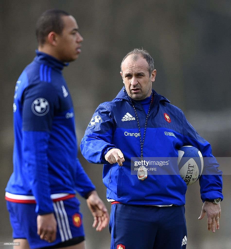 France's head coach Philippe Saint Andre (R) leads a training session on March 13, 2015 in Marcoussis, south of Paris, ahead of their Six Nations tournament rugby union match against Italy, to be played in Rome on February 15, 2015. AFP PHOTO / FRANCK FIFE
