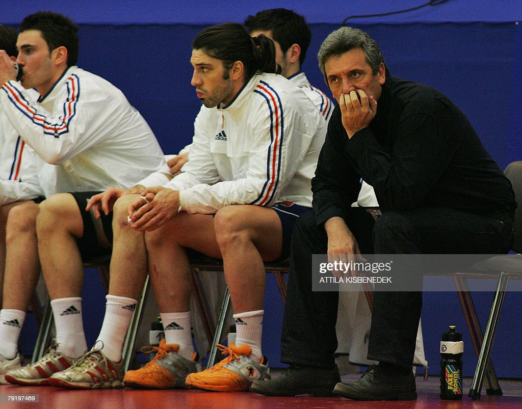 France's headcoach Claude Onesta (R) watches his team from the officials' bench during their 8th Men's European Handball Championship Main Round match against Hungary, 24 January 2008 at the Spektrum sports hall in Trondheim.