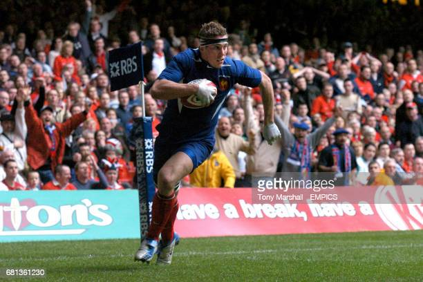 France's Imanol Harinordoquy crosses the line to score try under the posts