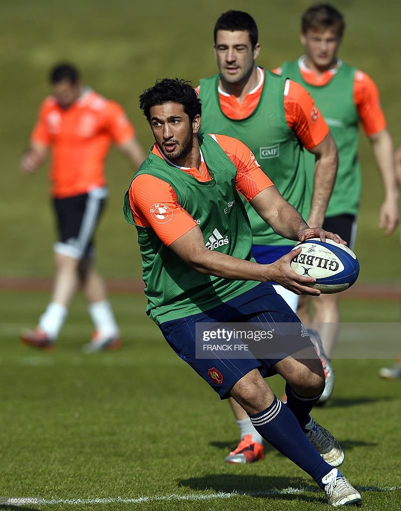France's inside centre Maxime Mermoz runs with the ball during a training session in Marcoussis, south of Paris, on March 17, 2015 ahead of the Six Nations rugby union match between France and England. AFP PHOTO / FRANCK FIFE