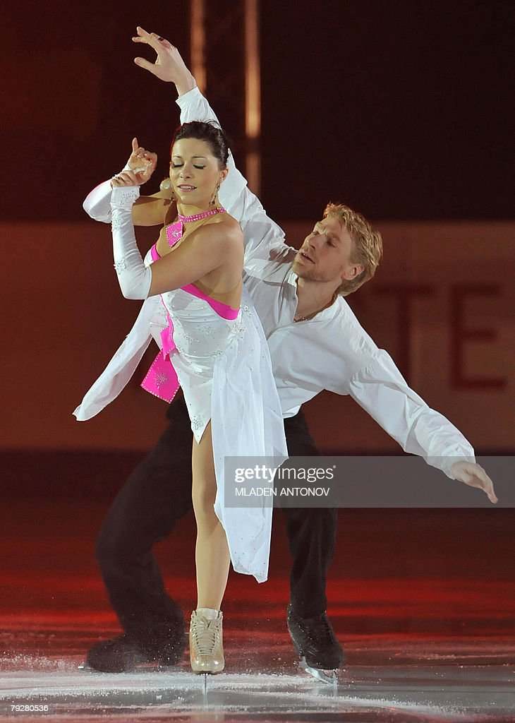 France's Isabelle Delobel and Olivier Schoenfelder perform an exhibition program at the Dom Sportova Arena in Zagreb 27 January 2008 during the gala...