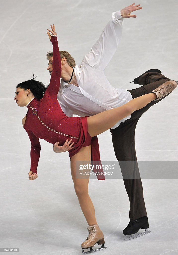 France's Isabelle Delobel and Olivier Schoenfelder perform their free dance at the Dom Sportova Arena in Zagreb, 25 January 2008, during the European Figure Skating Championships 2008.