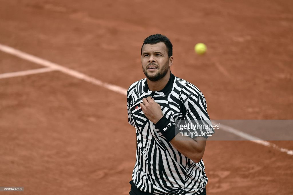 France's Jo-Wilfried Tsonga looks on during his men's first round match against Germany's Jan-Lennard Struff at the Roland Garros 2016 French Tennis Open in Paris on May 24, 2016. / AFP / PHILIPPE