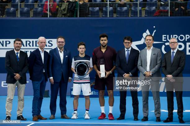 France's JoWilfried Tsonga poses after victory during his men's singles final tennis match against Argentina's Diego Schwartzman and officials at the...