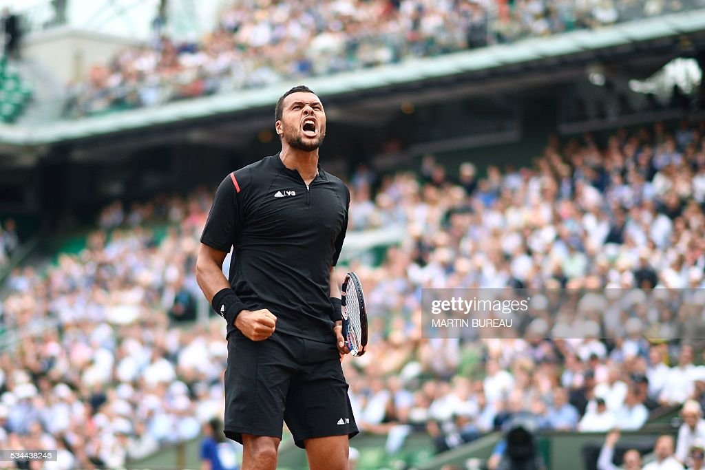 France's Jo-Wilfried Tsonga reacts after winning a point during his men's second round match against Cyprus' Marcos Baghdatis at the Roland Garros 2016 French Tennis Open in Paris on May 26, 2016. / AFP / Martin BUREAU