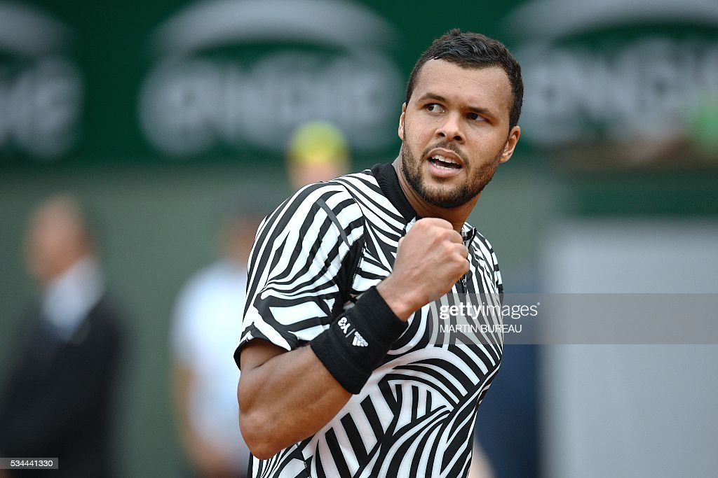 France's Jo-Wilfried Tsonga reacts after winning a point during his men's second round match against Cyprus' Marcos Baghdatis at the Roland Garros 2016 French Tennis Open in Paris on May 26, 2016. / AFP / MARTIN