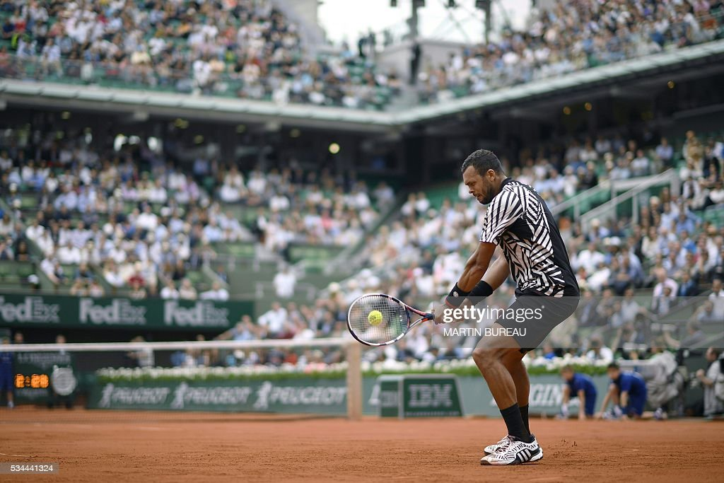 France's Jo-Wilfried Tsonga returns the ball to Cyprus' Marcos Baghdatis during their men's second round match at the Roland Garros 2016 French Tennis Open in Paris on May 26, 2016. / AFP / Martin BUREAU