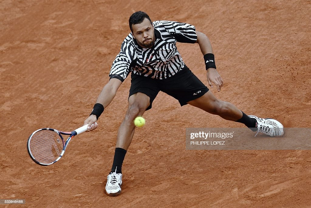 France's Jo-Wilfried Tsonga returns the ball to Germany's Jan-Lennard Struff during their men's first round match at the Roland Garros 2016 French Tennis Open in Paris on May 24, 2016. / AFP / PHILIPPE