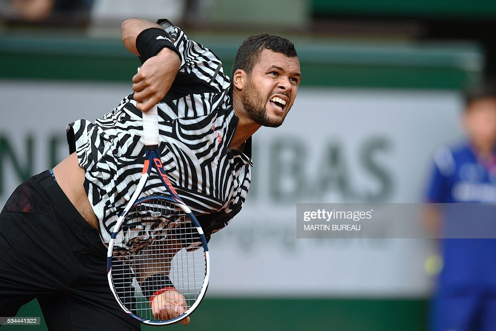 France's Jo-Wilfried Tsonga serves the ball to Cyprus' Marcos Baghdatis during their men's second round match at the Roland Garros 2016 French Tennis Open in Paris on May 26, 2016. / AFP / Martin BUREAU